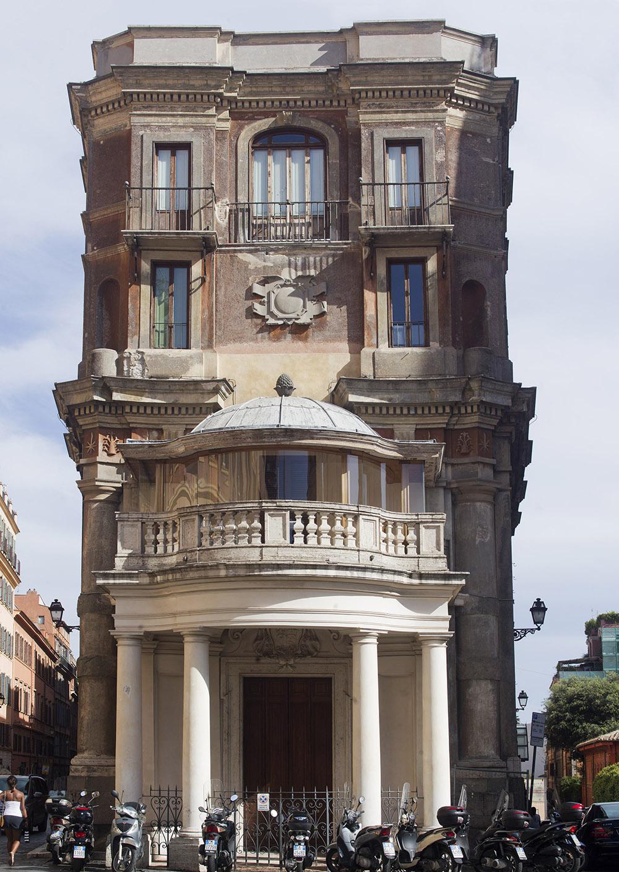 01 Prospetto di Palazzo Zuccari sulla piazza Trinità dei Monti prima degli interventi di restauro