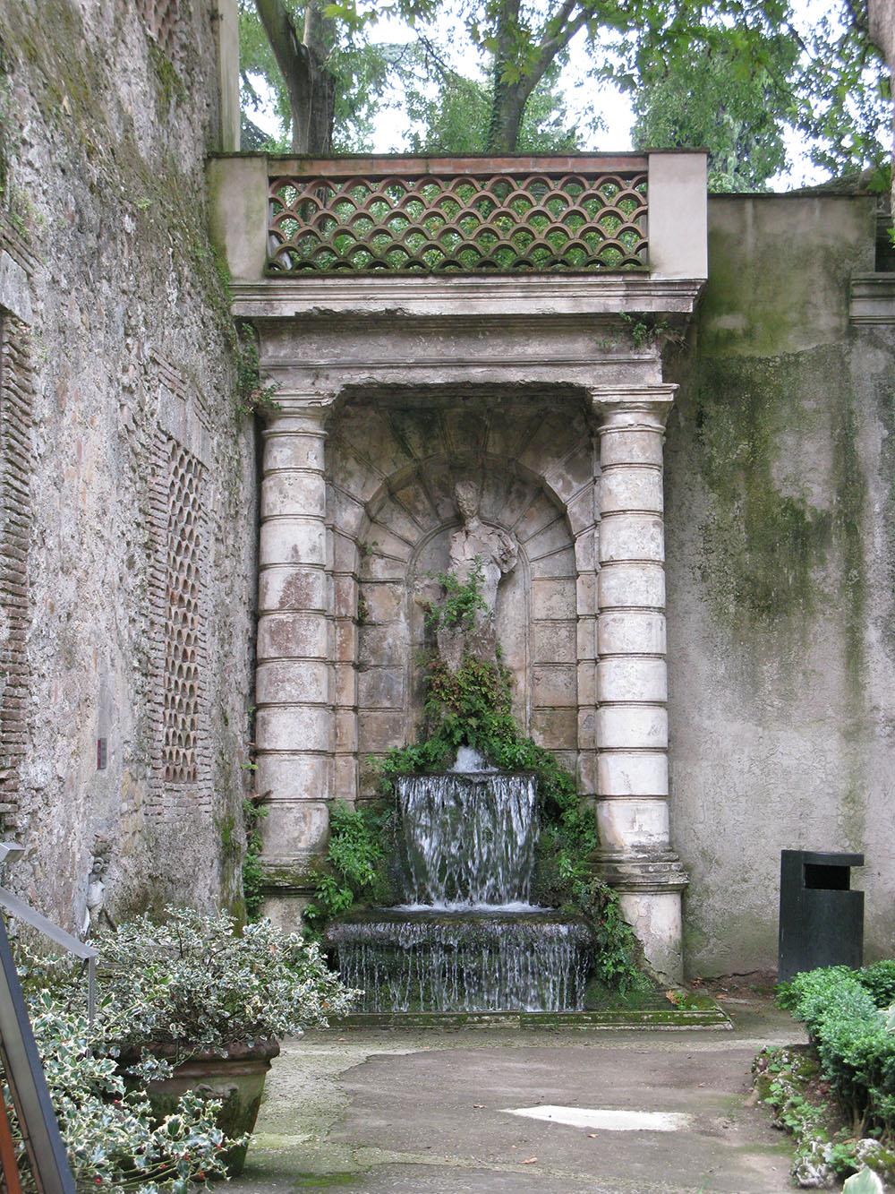 01 una delle fontane del parco di Villa d'Este-stato di fatto