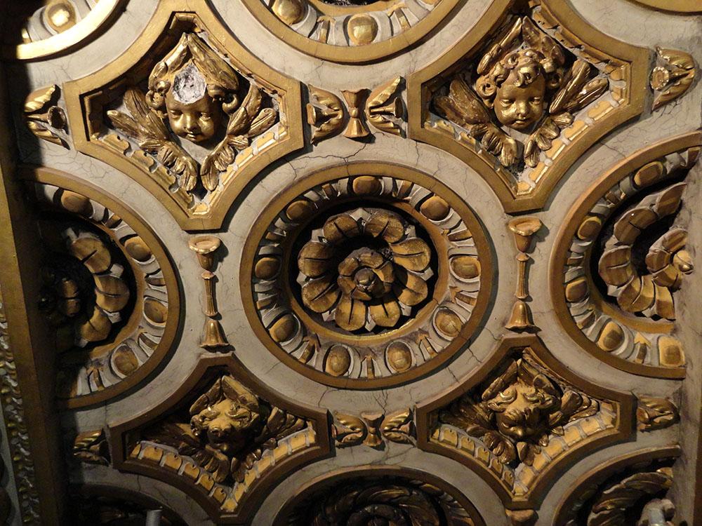 02 dettaglio dei modellati in stucco policromi e dorati della  cupola-stato di fatto