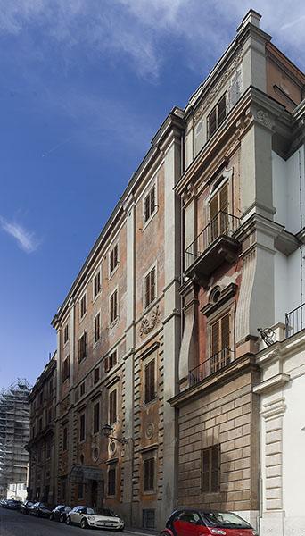 02 il fronte del Palazzo su Via Gregoriana