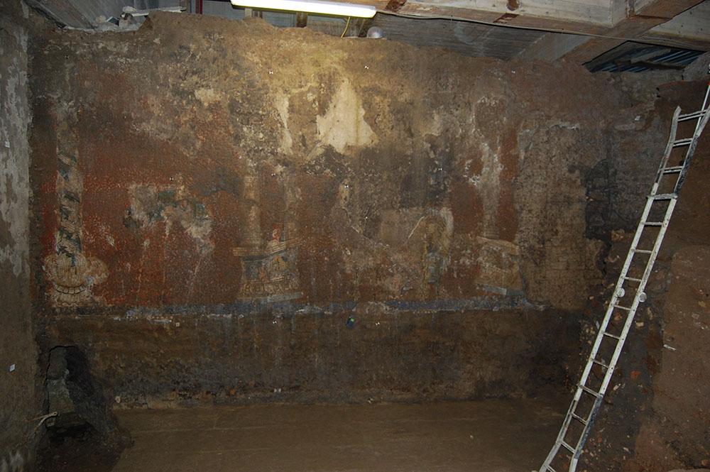 02 la parete ed il piano di calpestio al termine dello scavo e della pulitura