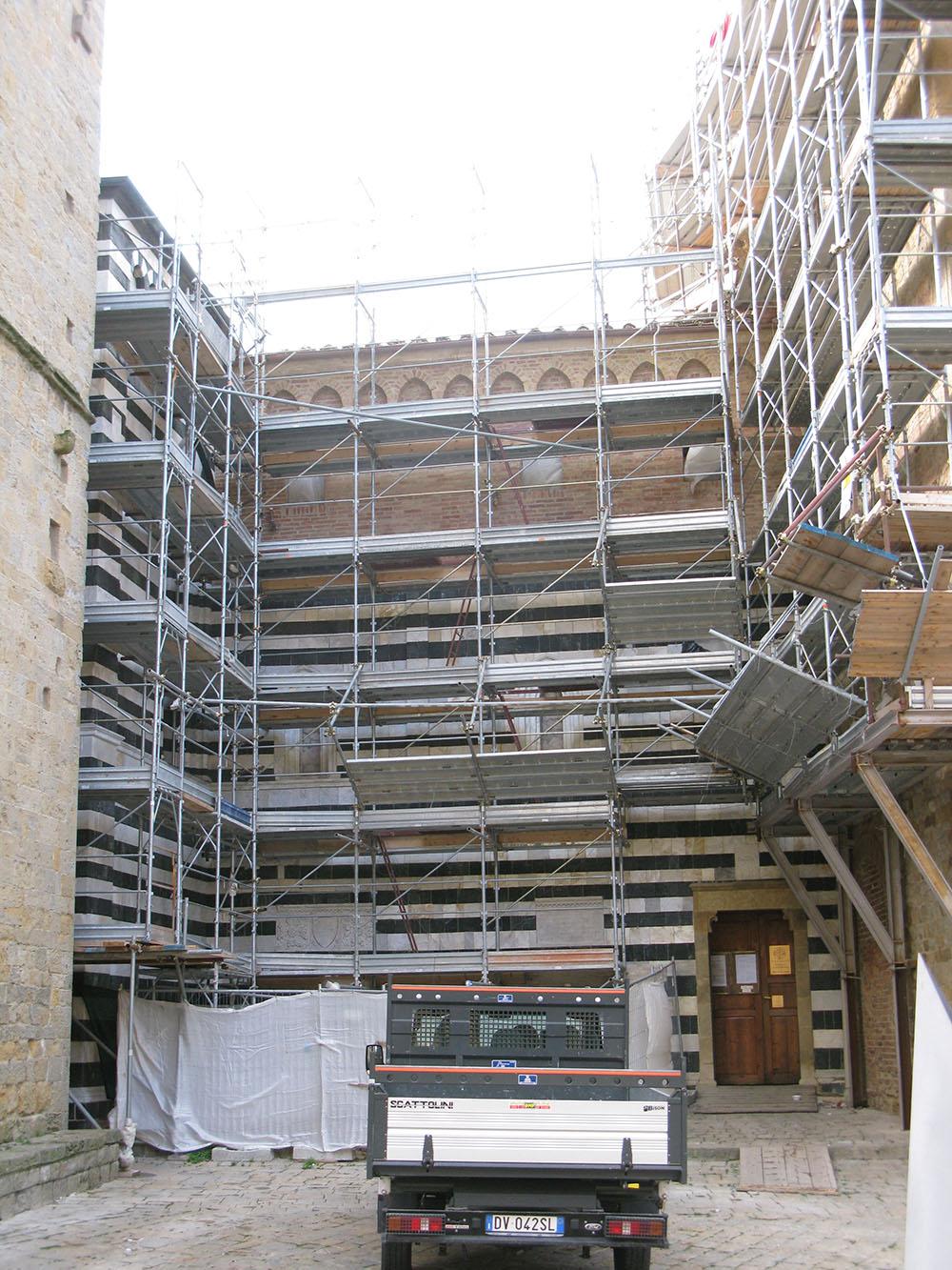 02 un altro dei fronti del Palazzo oggetto di restauro