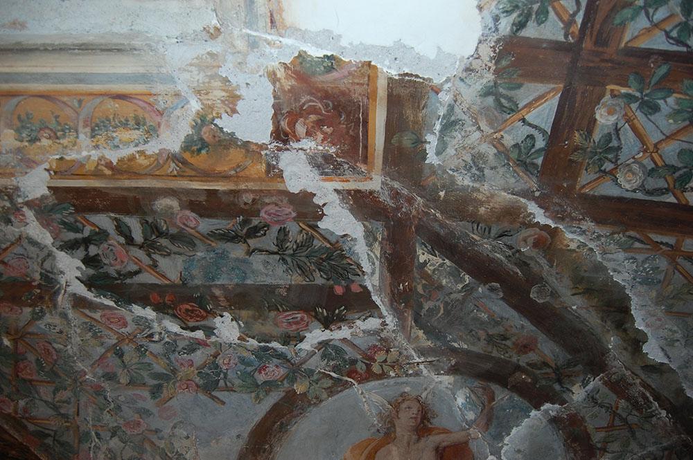02 un dettaglio dei dipinti della copertura dopo la pulitura