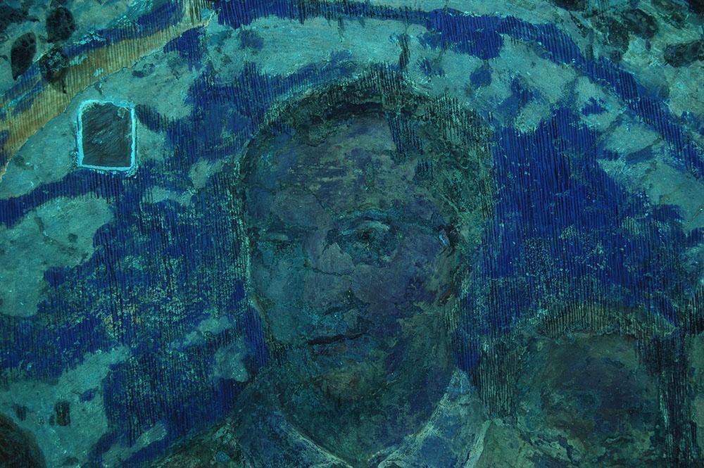 03b prova UV eseguita sui dipinti della lunetta al fine di individuare con precisione le materie da asportare