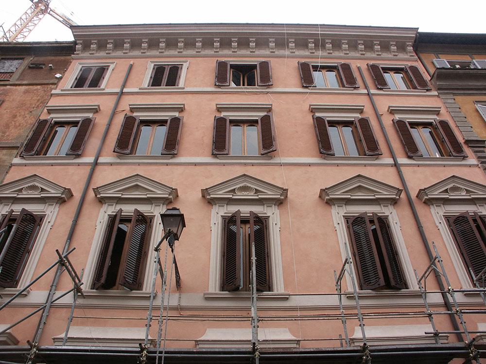 03d-dettaglio-della-facciata-di-Via-Gregoriana-dopo-gli-interventi-di-restauro