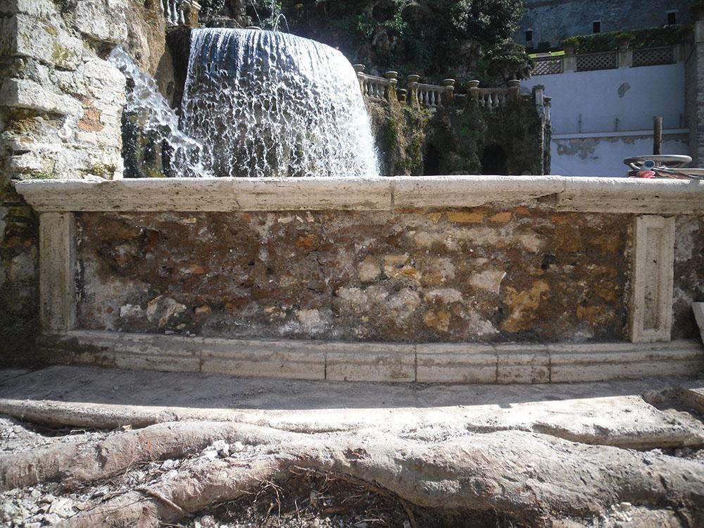 04 dettaglio della fontana dopo la rimozione delle ceramiche di rivestimento