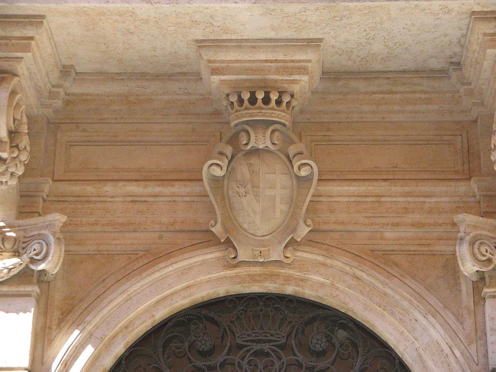 04i elemento decorativo del portale dopo le operazioni di restauro