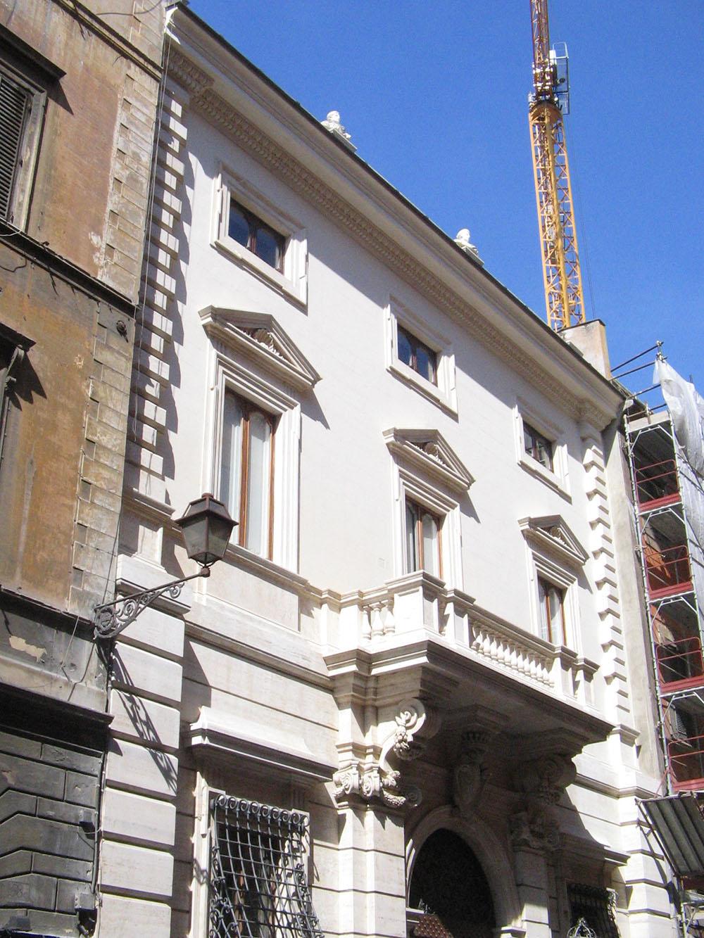 04l la facciata del Palazzo su Via Sistina dopo gli interventi di restauro