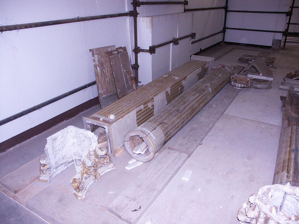 05 le colonne della galleria rimosse per i lavori di consolidamento strutturale dalla collocazione d'origine