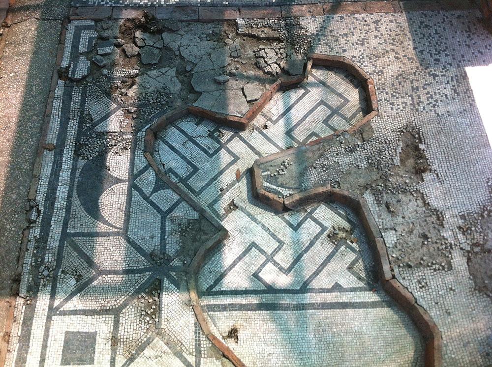 05e un dettaglio della pavimentazione prima degli interventi di restauro
