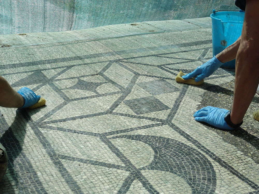 06a operazioni di pulitura della pavimentazione