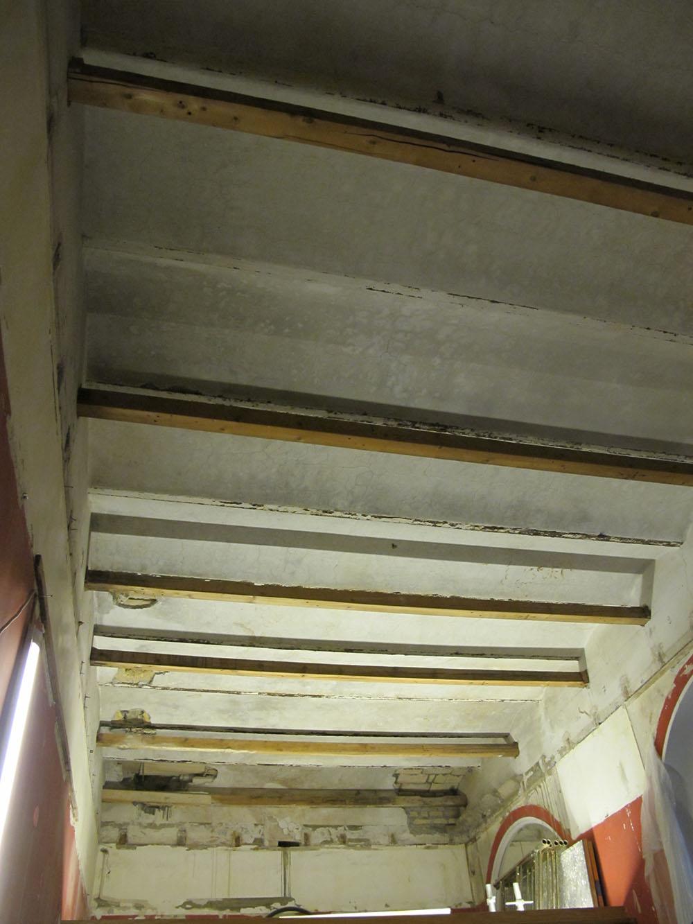 07 la sala dopo lo smantaggio completo degli arredi lignei