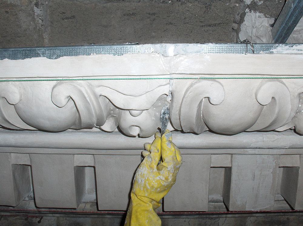 07 stuccatura del giunto tra due moduli calcati