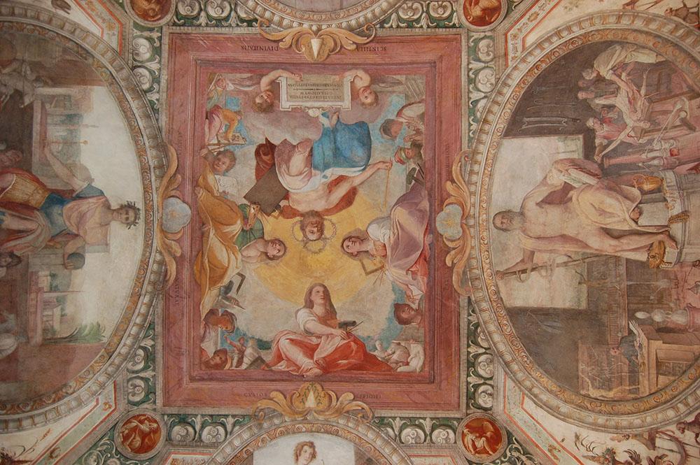 09 dettaglio parte centrale del soffitto dopo i restauri