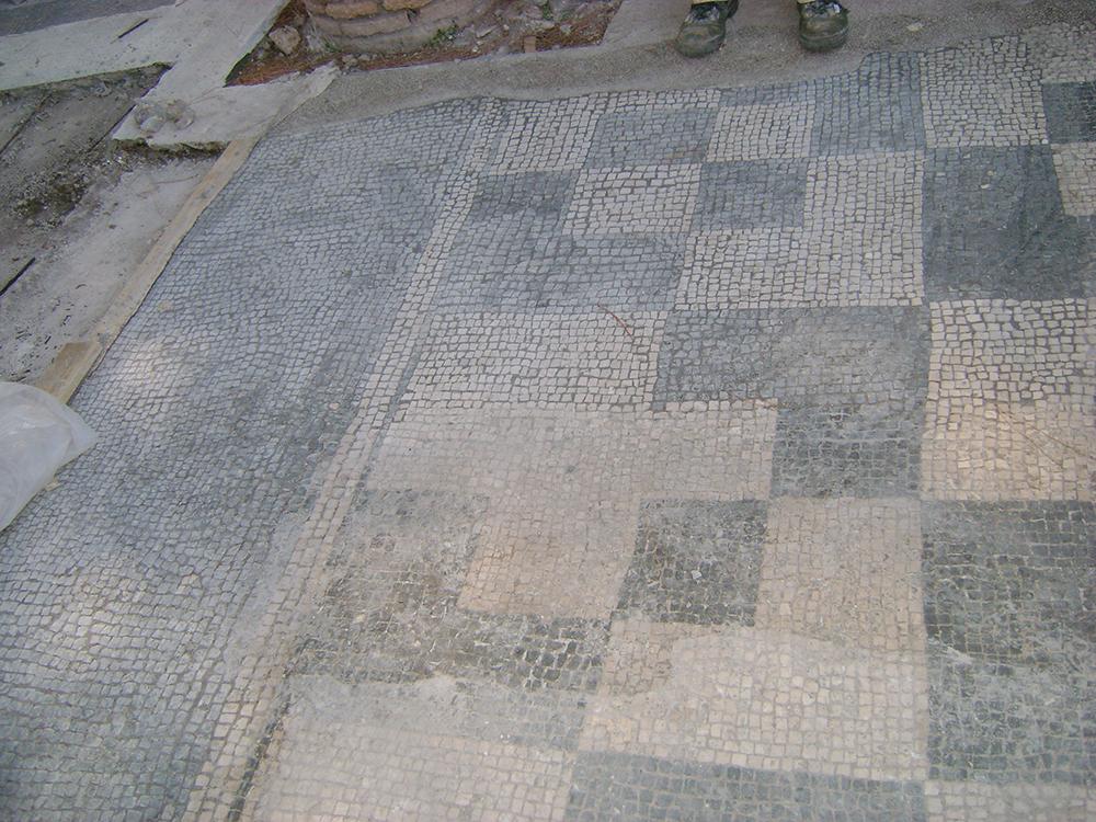 11 Ricollocazione pavimentazione musiva e stuccatura delle tessere