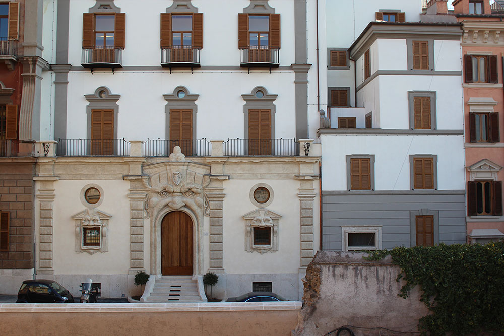 11 la facciata di Palazzo Zuccari dopo i lavori di restauro