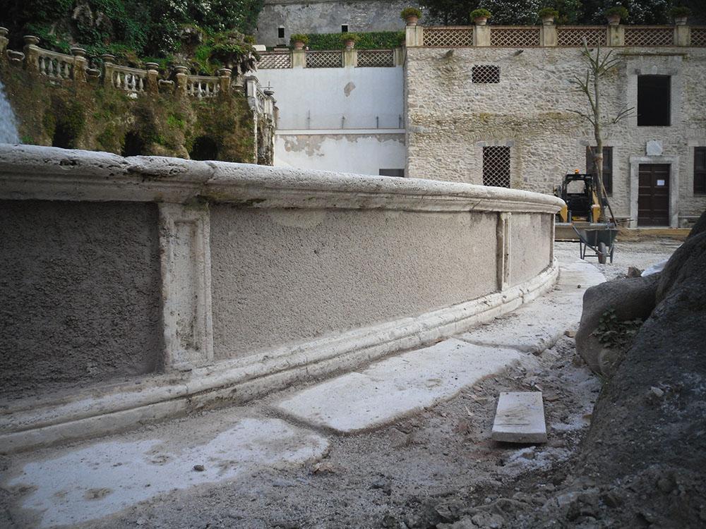 11 la fontana prima delle ricollocazione delle mattonelle