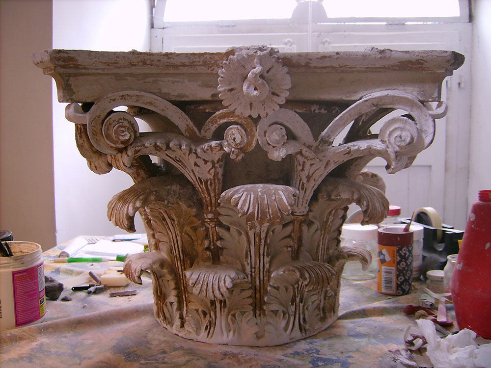 11-uno-dei-capitelli-della-sala-del-Teatro-durante-il-restauro