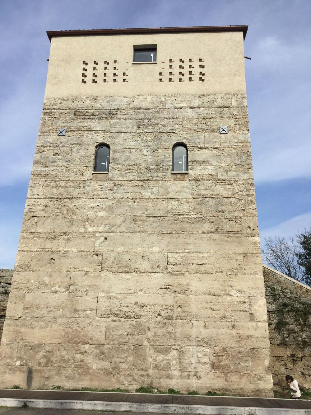 14 uno dei fronti della Torre dopo i restauri
