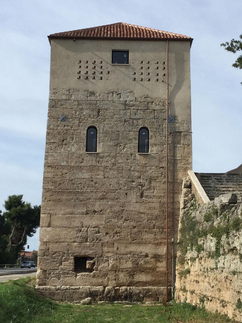 15 un altro dei fronti della torre dopo gli interventi di restauro