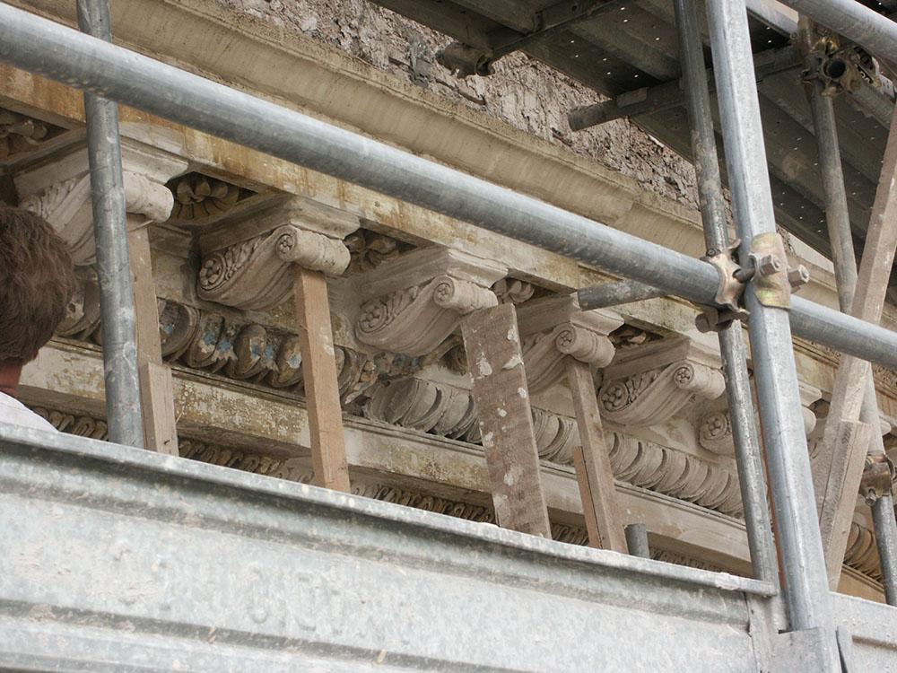 16 un'altra fase di ricostruzione dei cornicioni
