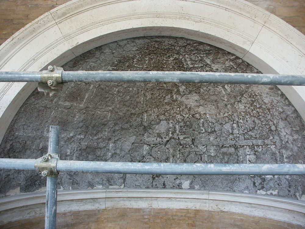19 ricostruzione della parte superiore di una delle nicchie presenti sui fronti esterni